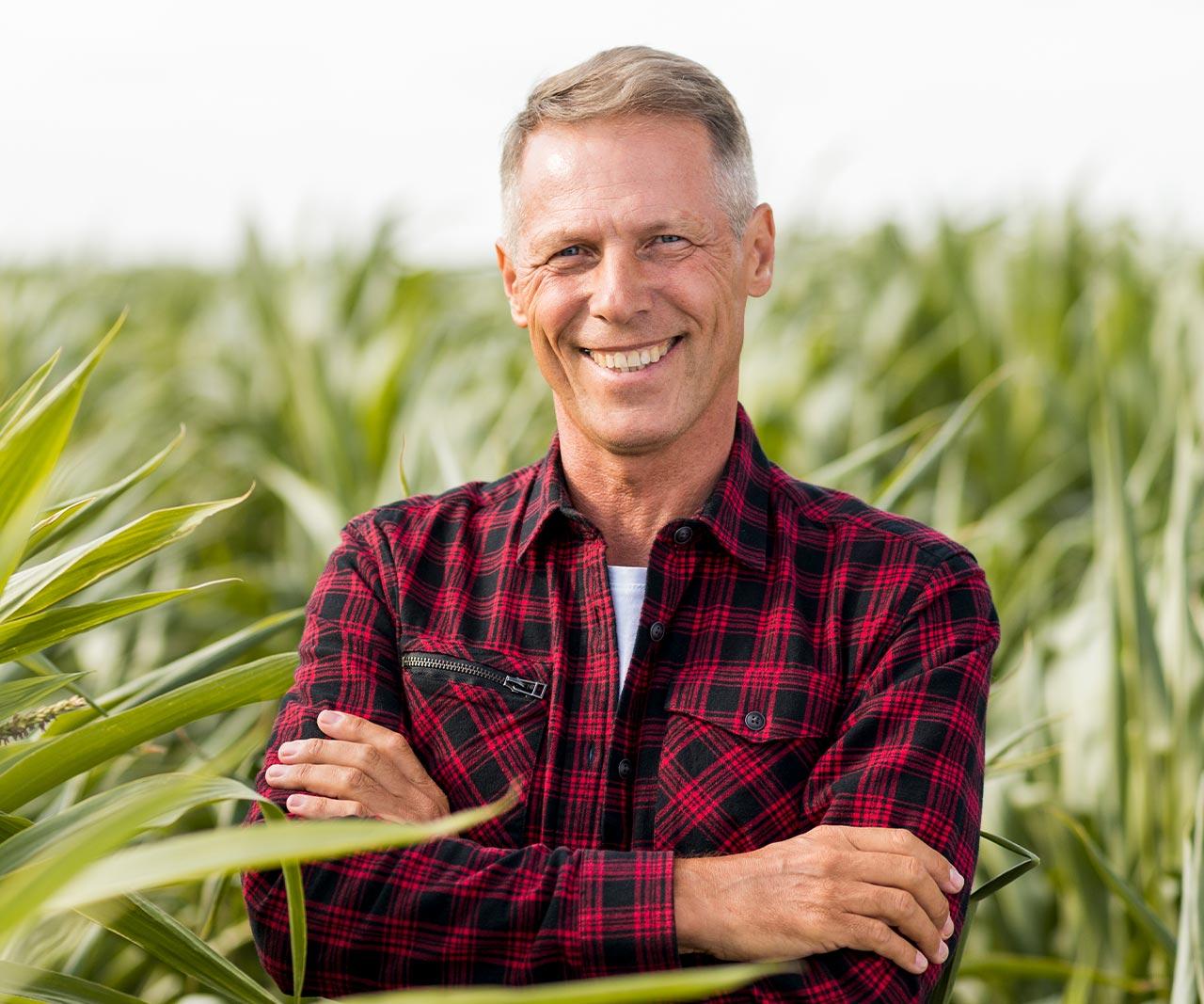 ecofood-guy-in-field